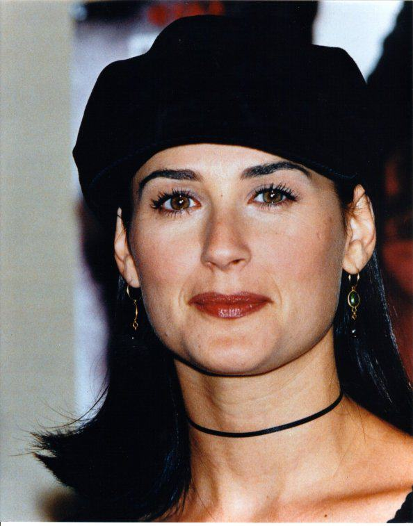 BabeStop - World's Largest Babe Site - demi_moore065.jpg